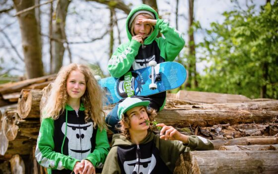 3 GORILLA Rookies im Wald.