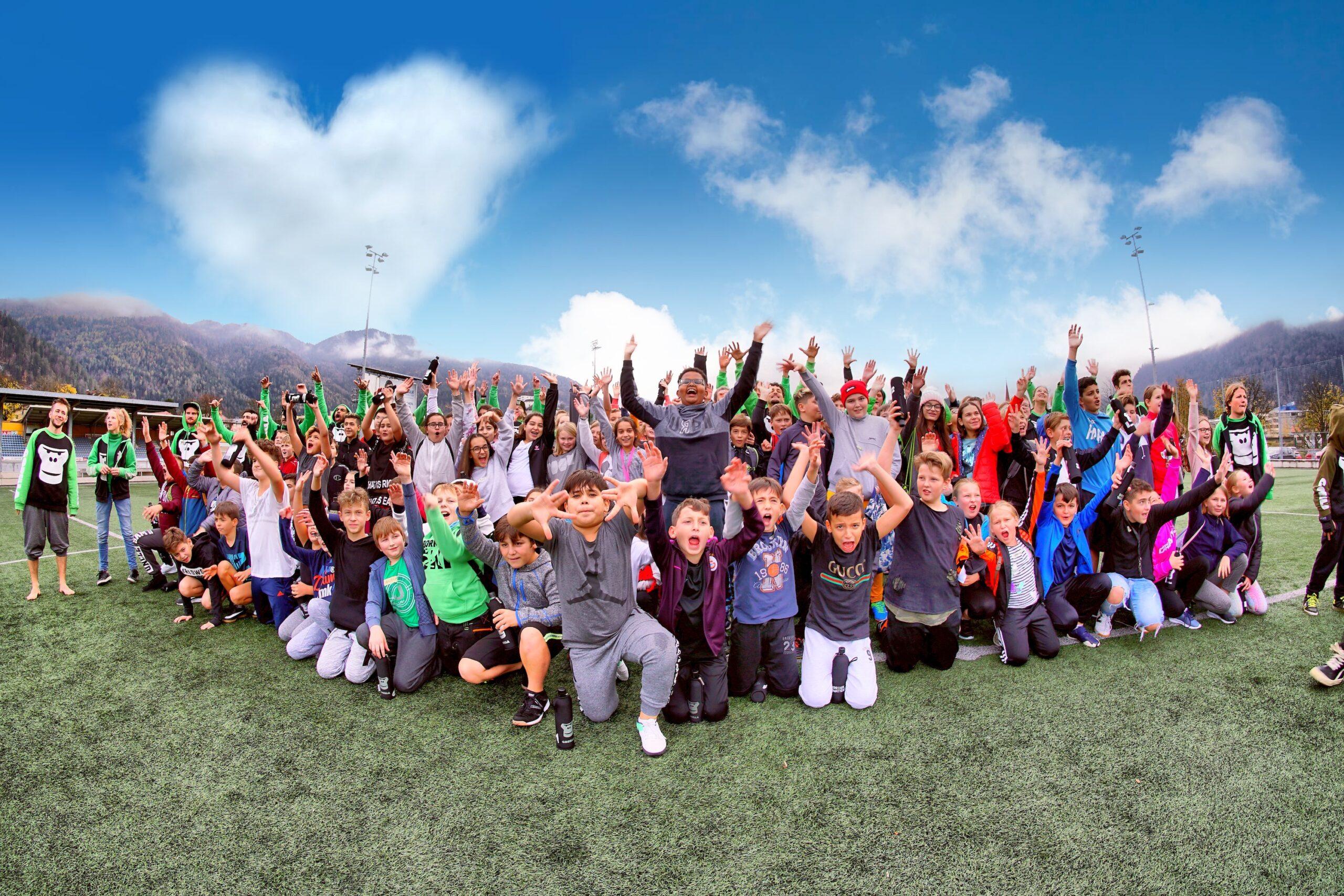 Gruppe von Schuelerinnen und Schuelern die an einem GORILLA Workshop teilgenommen haben.